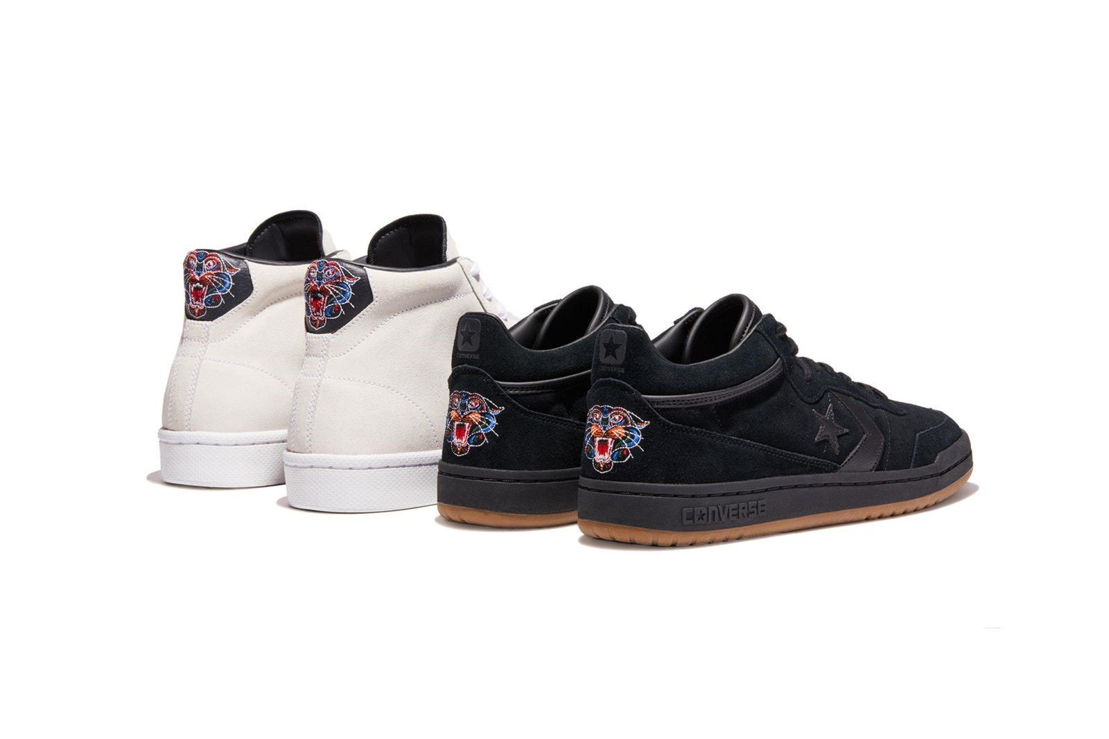 "d82a4e330df7 ... 于Al Davis 的家庭与传统,采用白色和黑色皮革呈现,后跟点缀""豹头""刺绣以及烫金名字缩写""AL D""成为亮点。鞋款将于今日发售,售价分别为 85美元和90美元。"