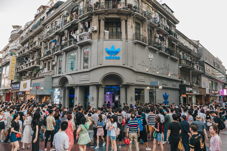 龙柒 adidas Originals武汉江汉路华康FDD三叶草店盛大开幕